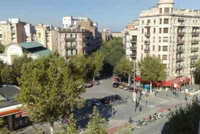 Здание известного испанского архитектора в центре Барселоны